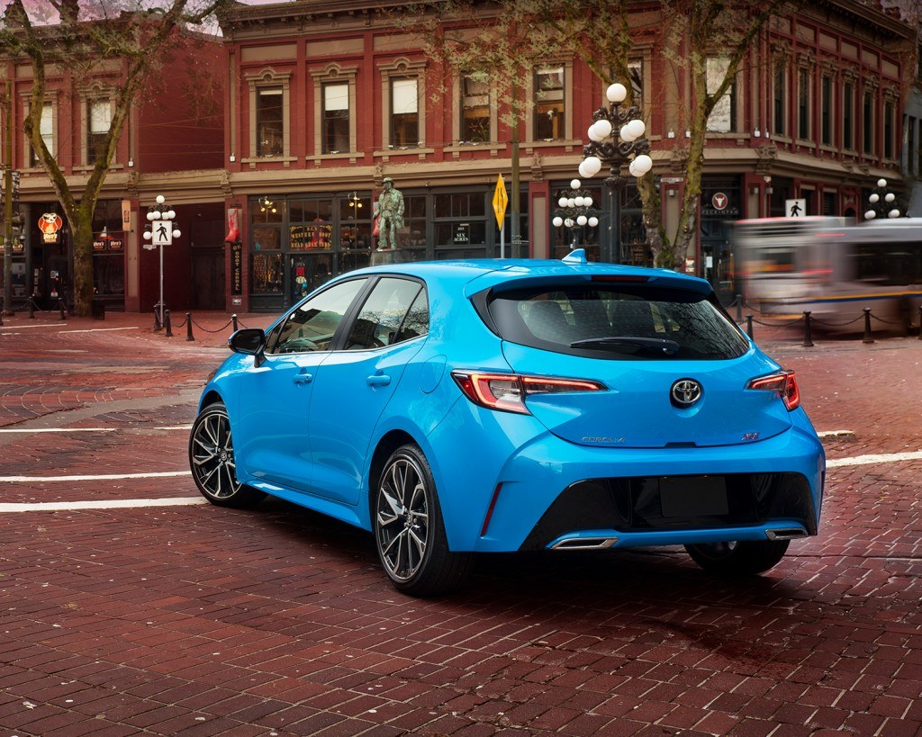 toyota-2019-corolla-hatchback-blue-flame-rear-1-4-l