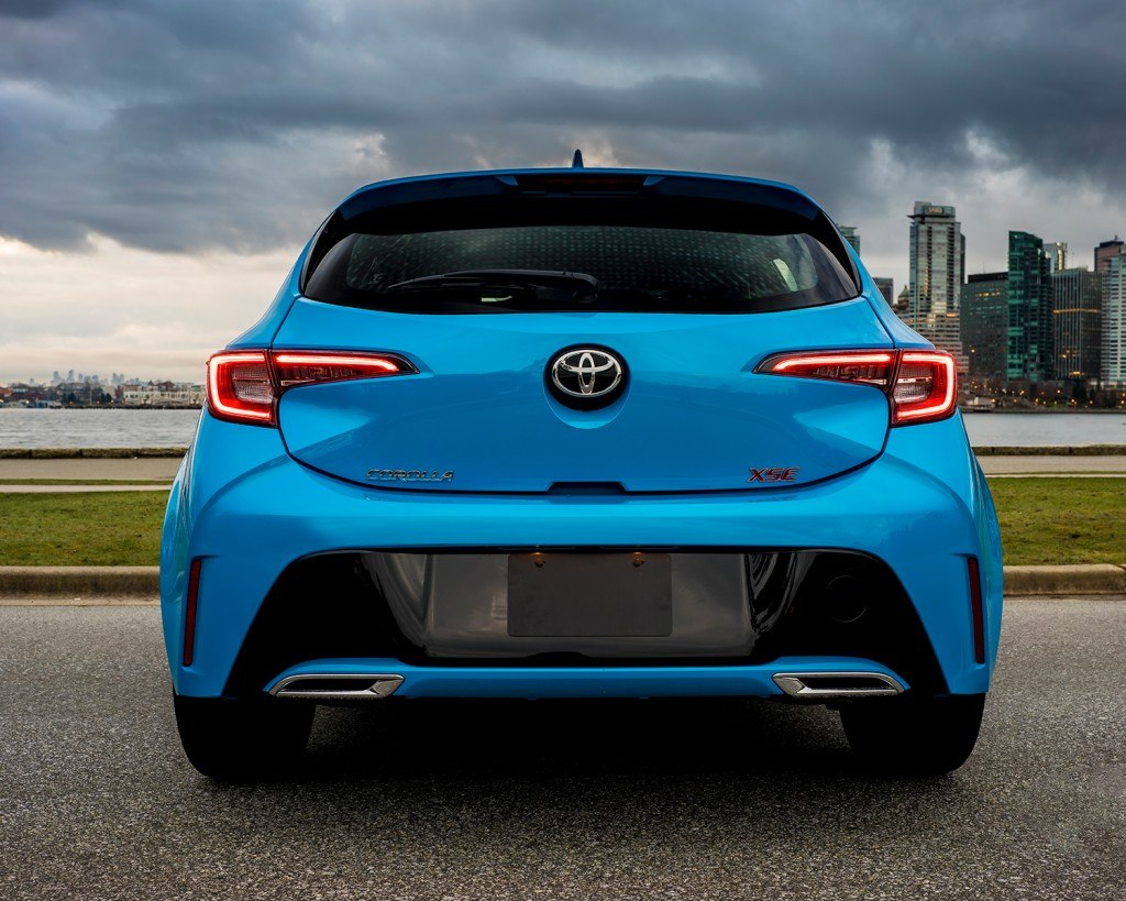 toyota-2019-corolla-hatchback-blue-flame-rear-l
